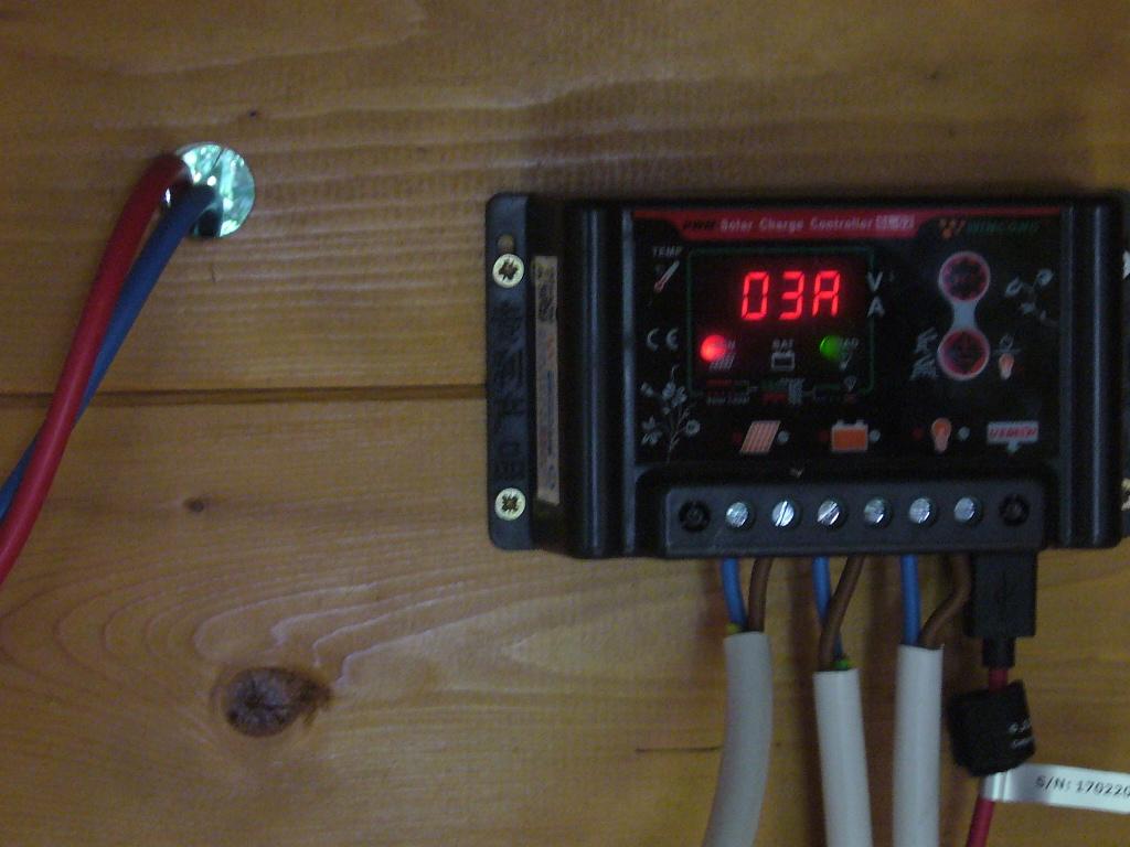 régulateur SL02B qui ne charge pas sous faible ensoleillement P1070599
